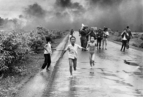 Photo, Vietnam, boy and girl running from napalm attack.